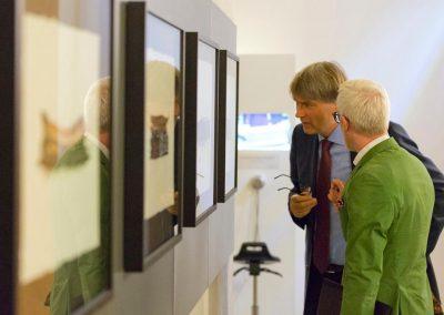 Bibliotheksdirektor Dr. Laube (l.) und B.-I. Hoff, thür. Minister für Kultur...